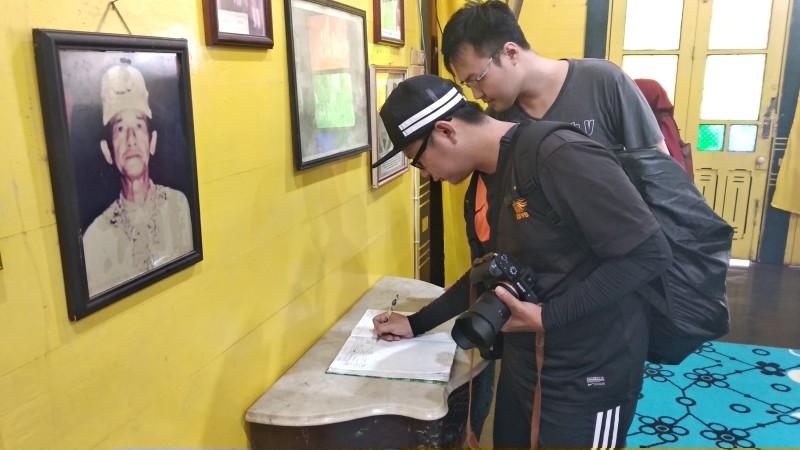 Robin Lung in Kadriah Palace Spot BIKE TOUR PONTIANAK www.tamasyapuriwisata.com