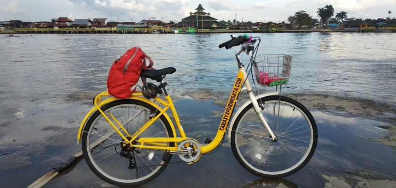 Pontianak City Bike Tour Rental www.tamasyapuriwisata.com