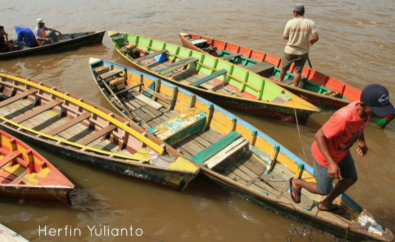 Riset Potensi Wisata Aktivitas Pangkalan Sampan Parit Besar di Sungai Kapuas Pontianak