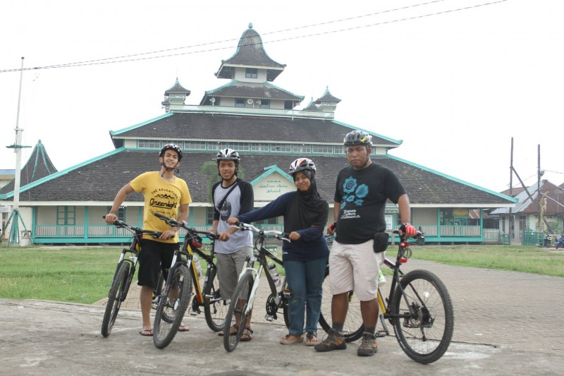 cycling-tour-in-jami-mosque