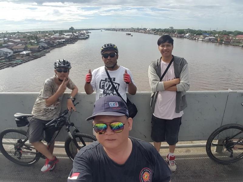 Kapuas River Bridge www.tamasyapuriwisata.com