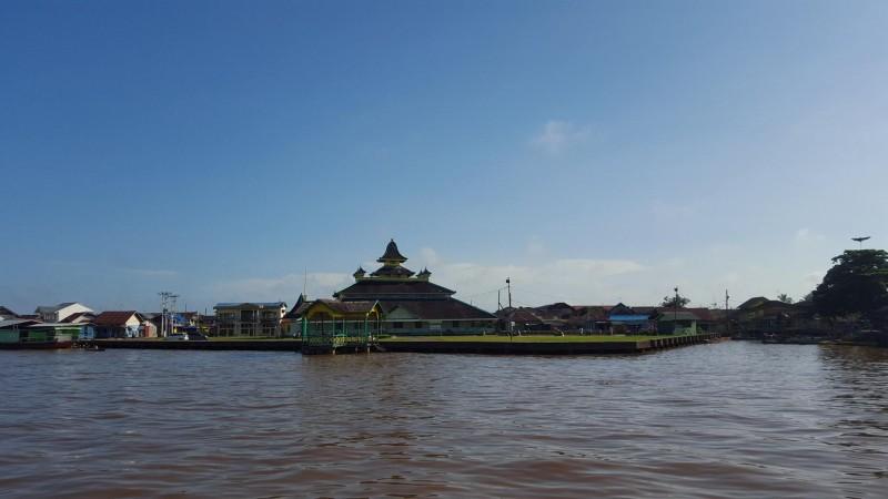 Mesjid Jami Kesultanan Pontianak di tepi Sungai Kapu