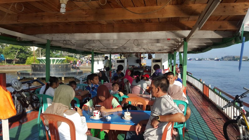 enjoy on the tourist boats in Taman Alun Kapuas Pontianak