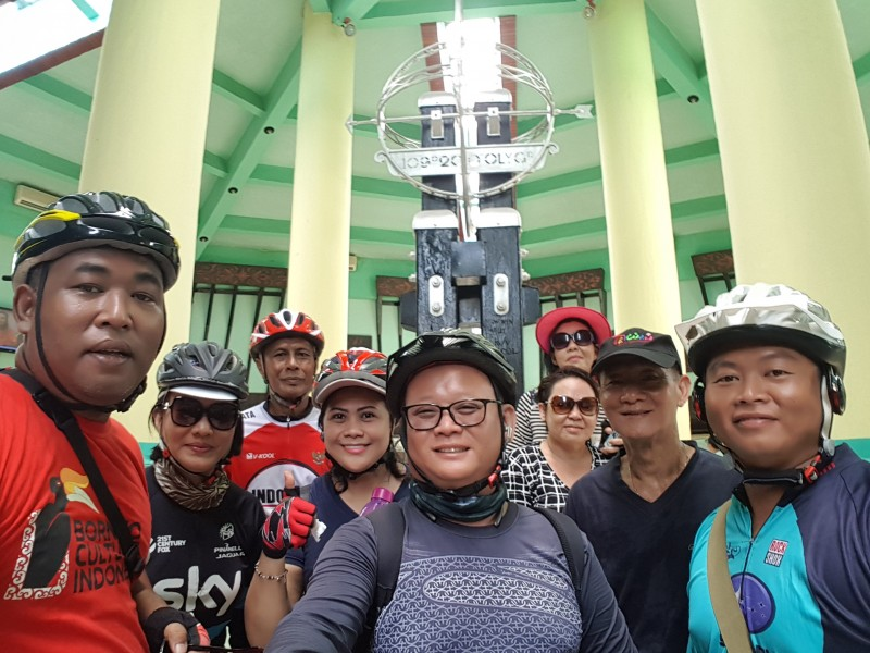 Pontianak Bike Tour - Equator Monument