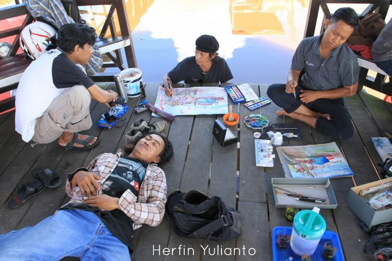 Nikmatnya Melukis diatas Gertak di Kampung Serasan Pontianak _hy