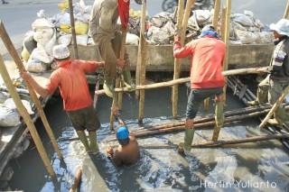 Pekerja Drainase di Jalan Setiabudi Pontianak _hy