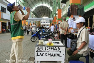 Pasar Rakyat Tengah HERFIN YULIANTO Bike Tour Pontianak www.tamasyapuriwisata.com