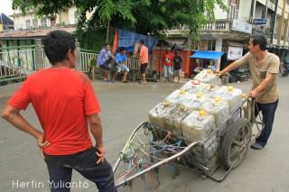 Pendorong Gerobak 2 di Pasar Tengah Pontianak _hy