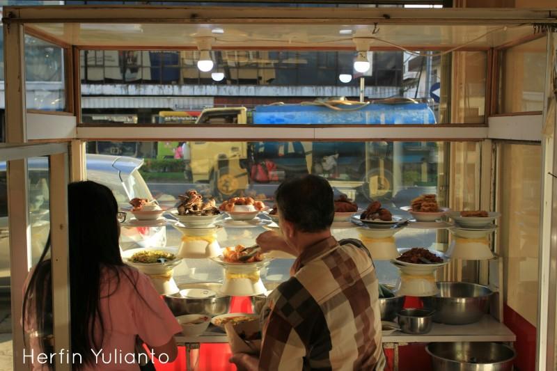 Rumah Makan di Jalan Barito Pontianak _hy