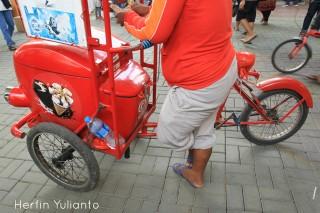 Sepeda Merah di Pasar Tengah Pontianak _hy