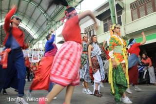 Street Fashion di Pasar Tengah Pontianak _hy