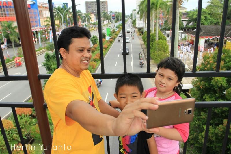CAR FREE DAY AHAMAD YANI BRIDGE www.tamasyapuriwisata.com