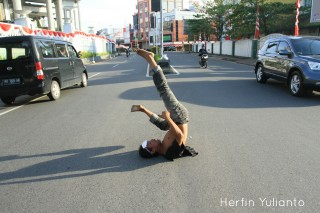 Crazy Man by Herfin Yulianto Pontianak Street Photo