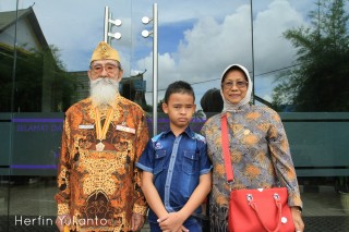 Veteran Family by Herfin Yulianto Pontianak Street Photo