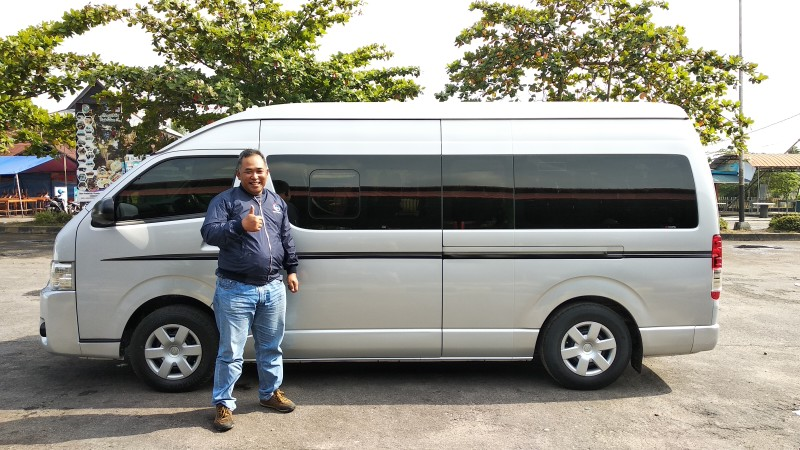 Minibus Tour 16 Seats Explore Authenticity of Pontianak 3D2N Best Night Food Street www.tamasyapuriwisata.com