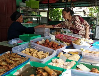 Indonesia Pontianak Street Food TPW ANEKA KUE PAGI Kue Perumnas 1 Pontianak.