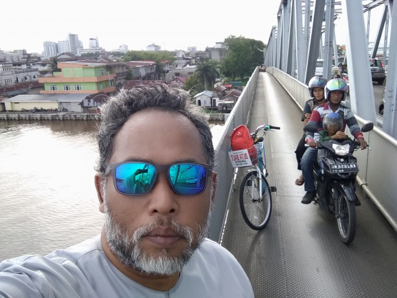 VIRAL WOW !!! on Bridge of Kapuas River Pontianak - Pontianak City Bike Tour & Rental