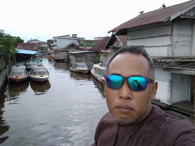 Pontianak City Bike Tour & Rental PANGKALAN SPEED BOAT Kampung Kamboja Kapuas River Waterfront.