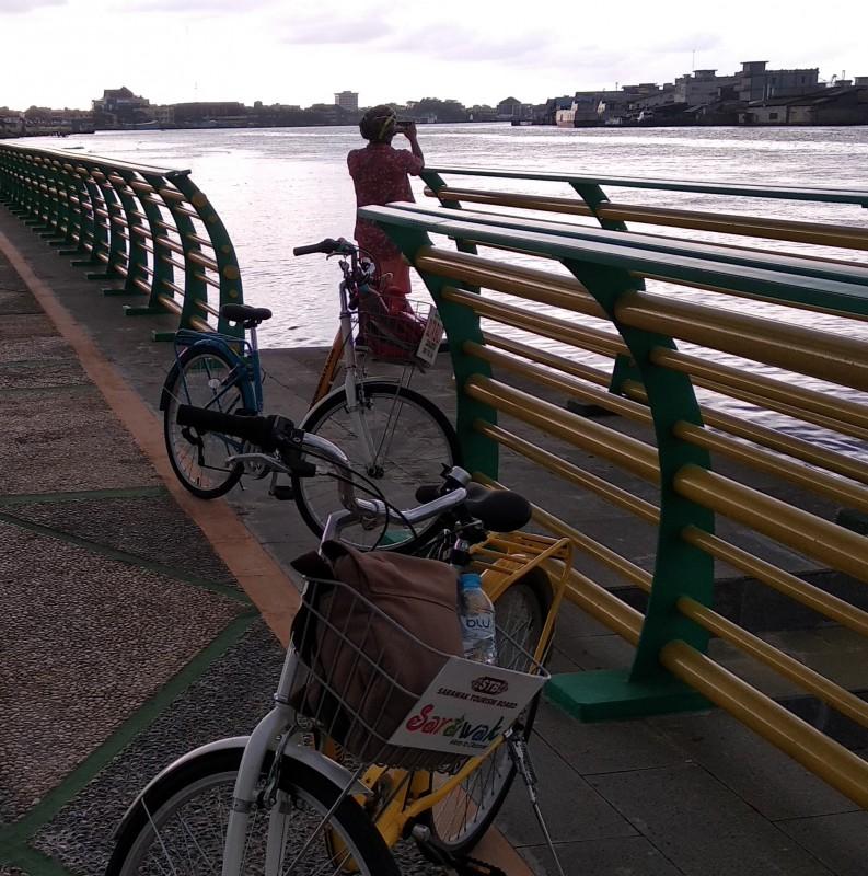 Kampung Beting Waterfront www.tamasyapuriwisata.com