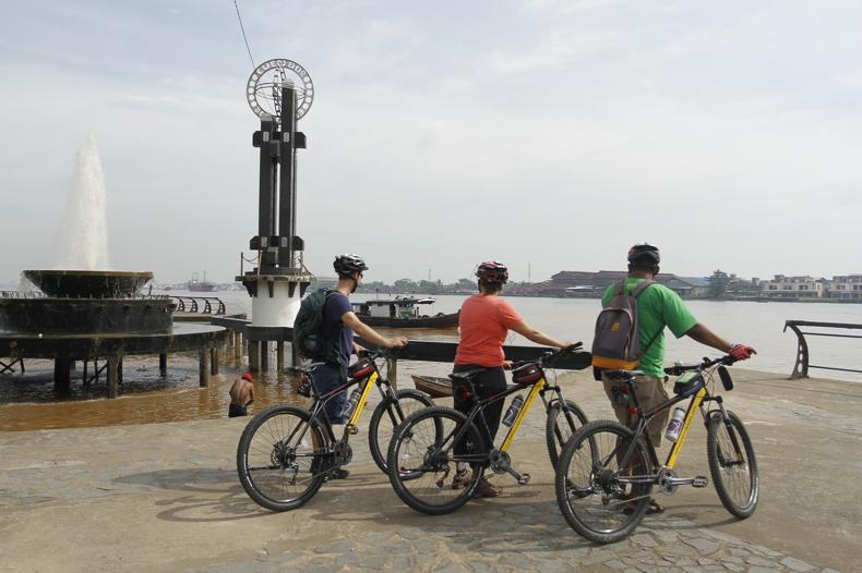 Taman Alun Kapuas - Bicycle Tour & Rental Pontianak