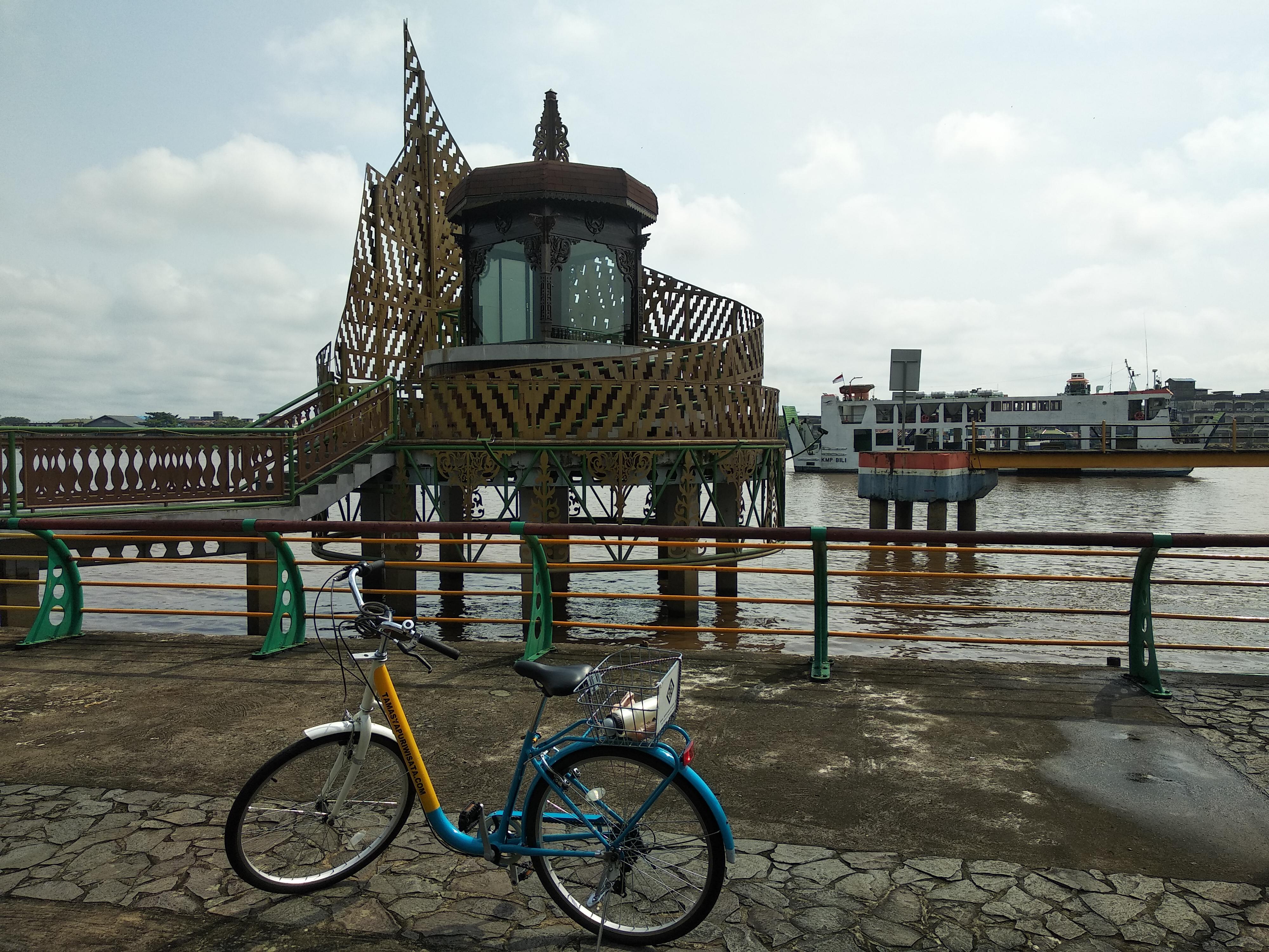 Replika Tanjak Melayu - Bicycle Tour & Rental Pontianak